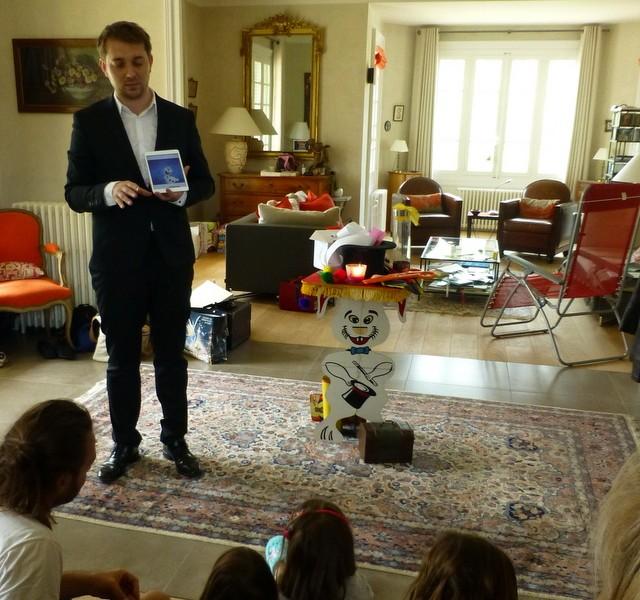 Hervé Troccaz, magicien IPAD et pour enfants à Lyon - spectacle pour enfants Voyage au pays de la magie