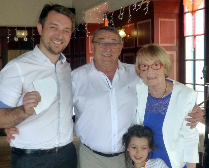 Magicien close-up à Saint-Genis-Laval 69 pour un anniversaire