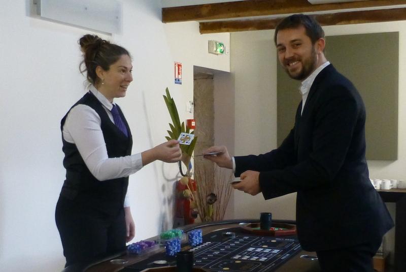 Magicien close-up à Annecy pour un mariage