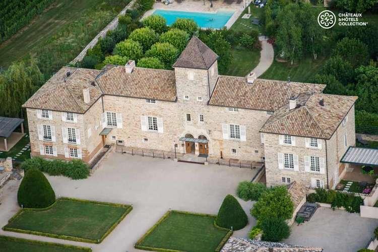 Magicien pour un mariage suisse dans le Beaujolais au Château de Besseuil
