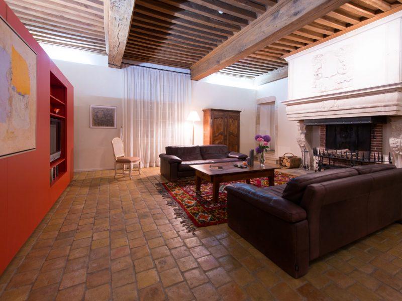Château de Besseuil : le salon et la cheminée