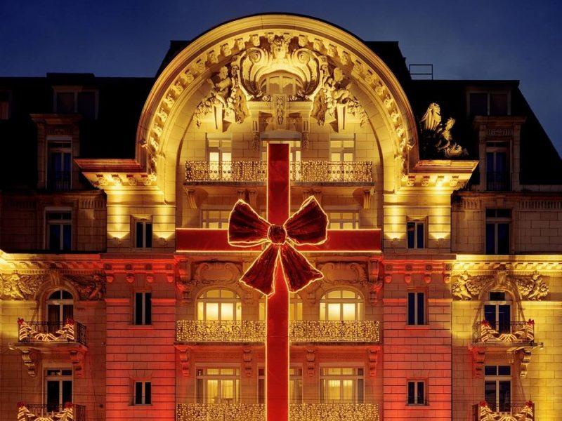 Lausanne Palace et Spa : façade à noël