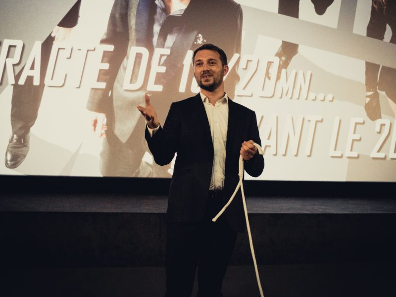 Magicien mentaliste à Grenoble pour les entreprises
