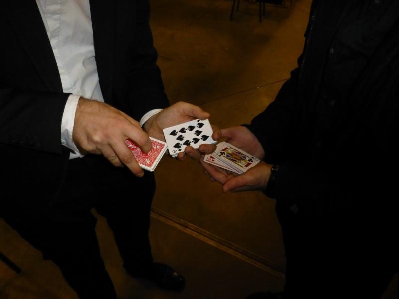 Magicien close-up à Lyon pour la société La Plateforme du Bâtiment