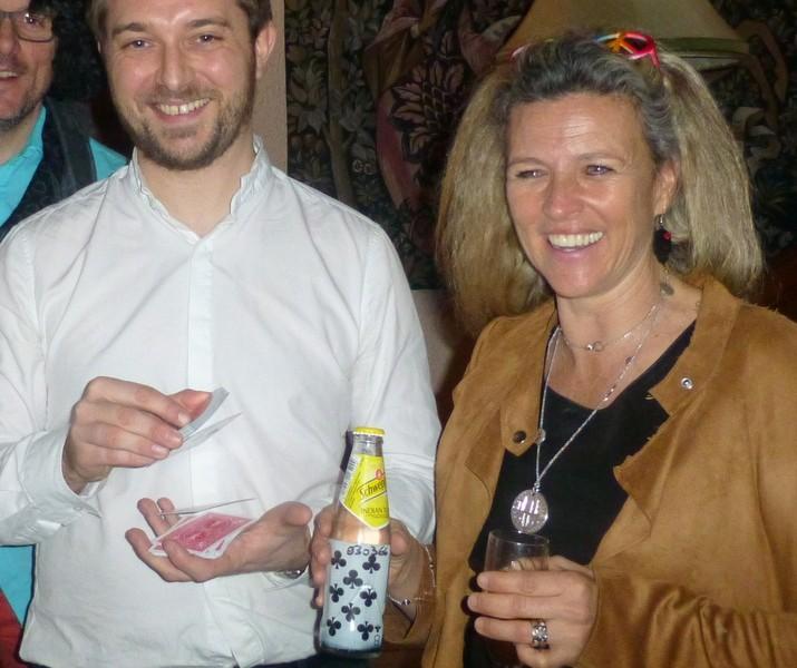 Hervé Troccaz, magicien close-up dans l'Ain pour un anniversaire