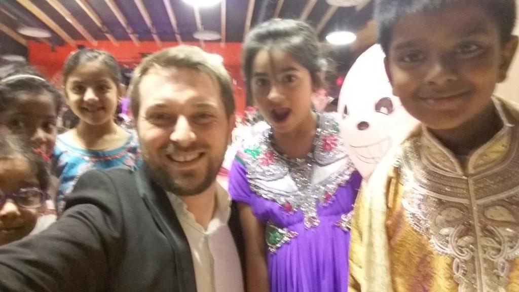 Magicien close-up à Lyon pour un mariage indien à Rillieux-la-Pape à l'Espace 140