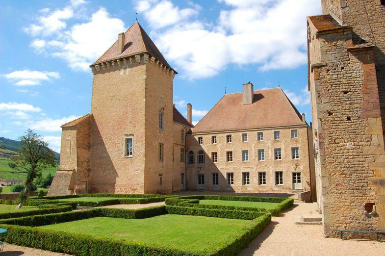 Château de Pierreclos, la cour