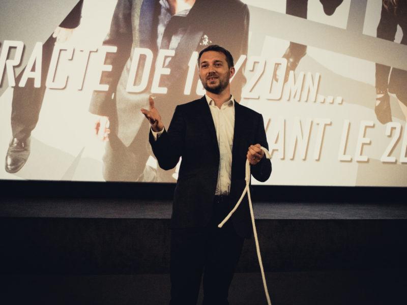 Magicien mentaliste à Paris sur scène